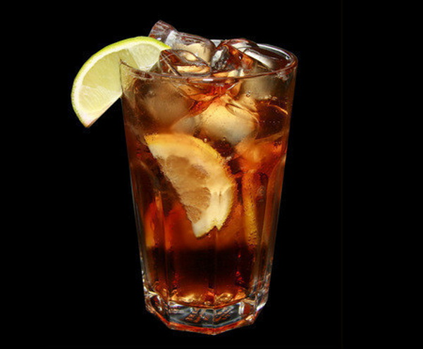 Классический алкогольный коктейль, который должен попробовать каждый.